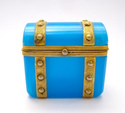 Miniature French Opaline Glass 'Chest' Casket