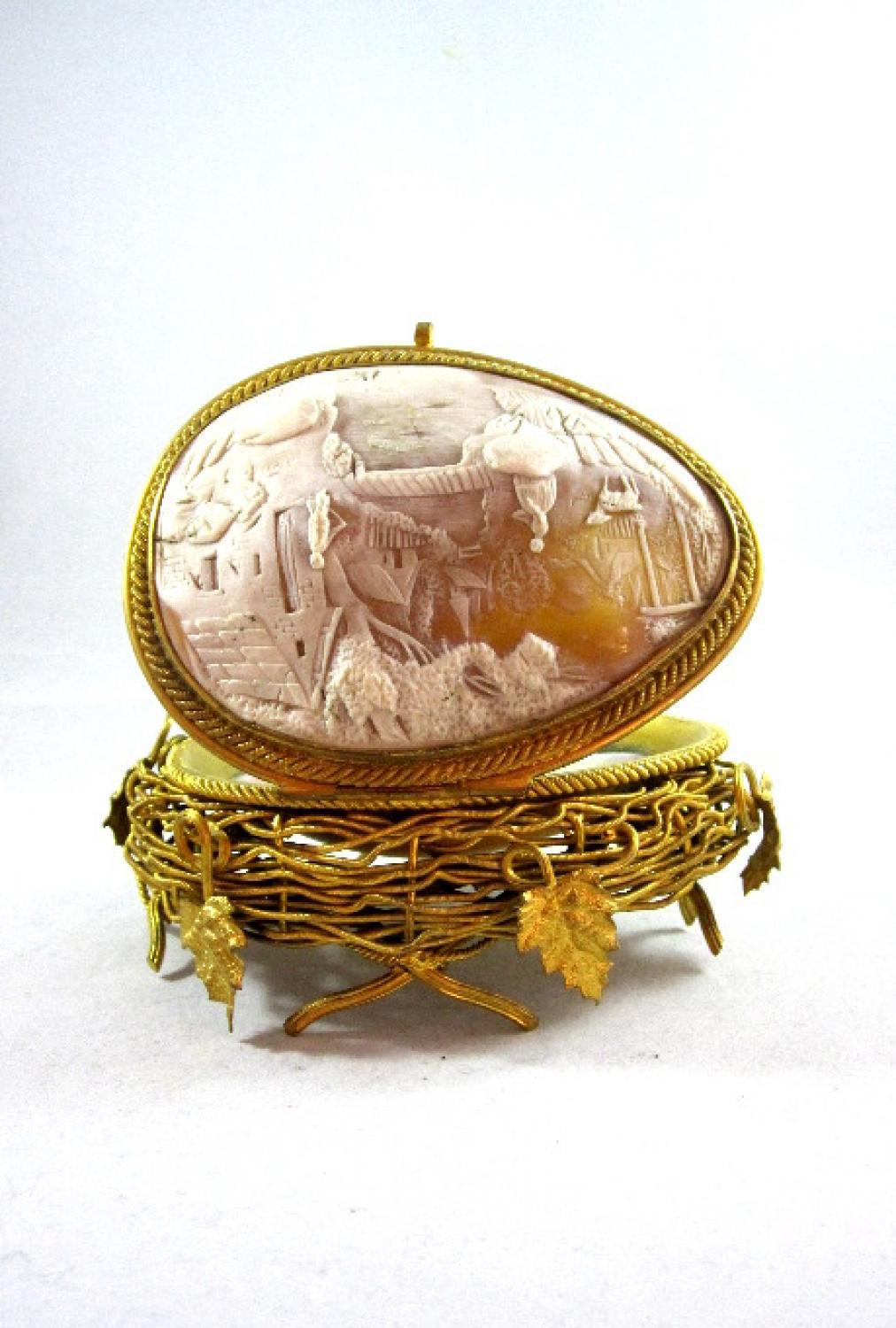Palais Royal Cameo Nest Egg