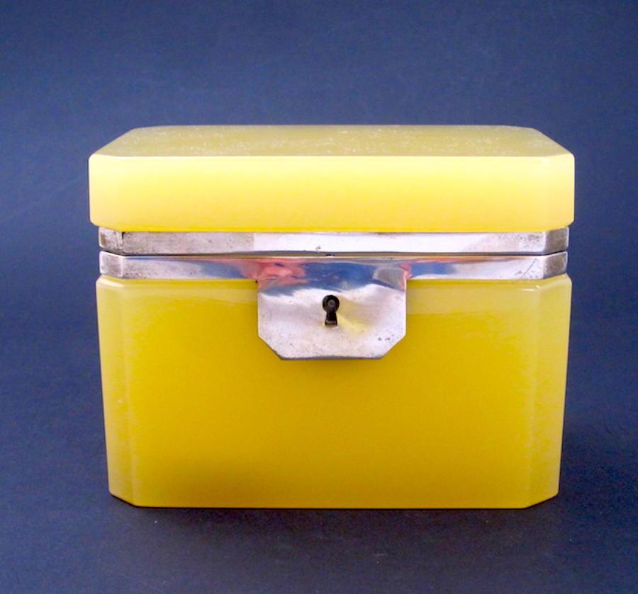Rare Vintage Italian Murano 'Custard' Glass Casket Box