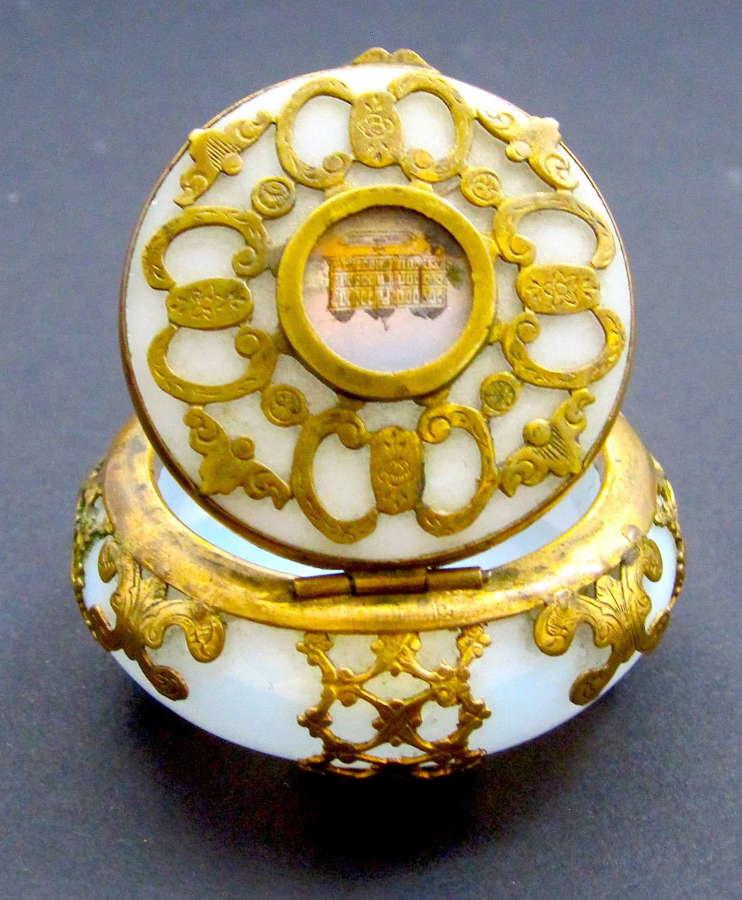 Fine Antique Palais Royal 'Bulle de Savon' Opaline GlassPill Box